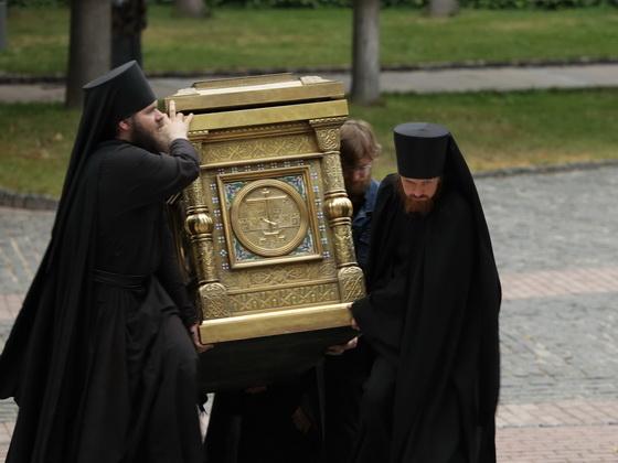 Перенесение мощей преподобного Максима Грека и святителя Иннокентия